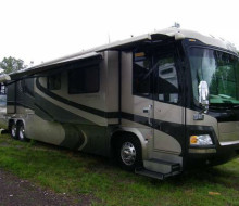 2005 Monaco Signature Series Castle IV 45 Motor Home 1