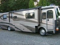 2005 Fleetwood Discovery 39\' RV Showrooms 1